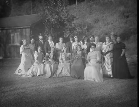 Gruppebilde tatt med 1890-kamaera